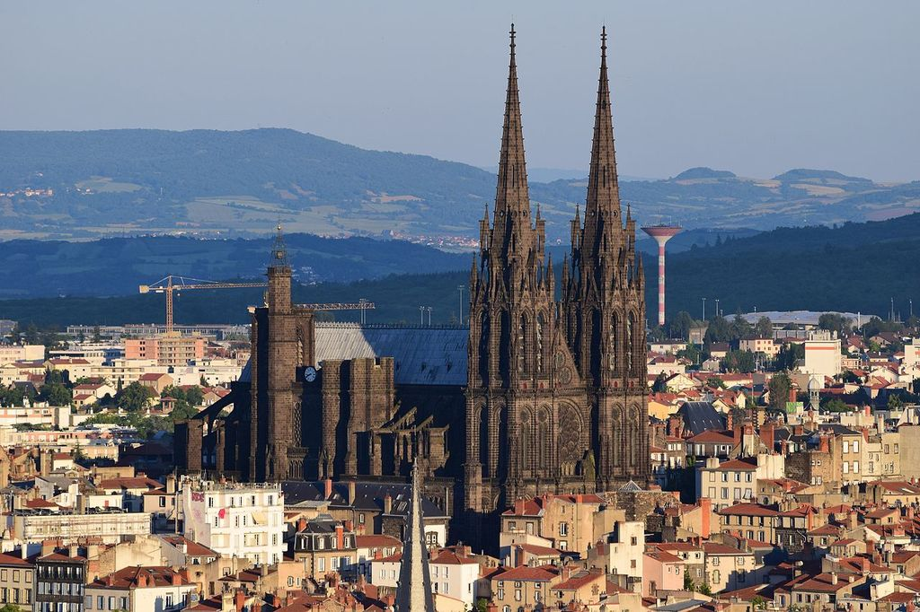 1280px-Cathedrale_clermont_montjuzet_2015